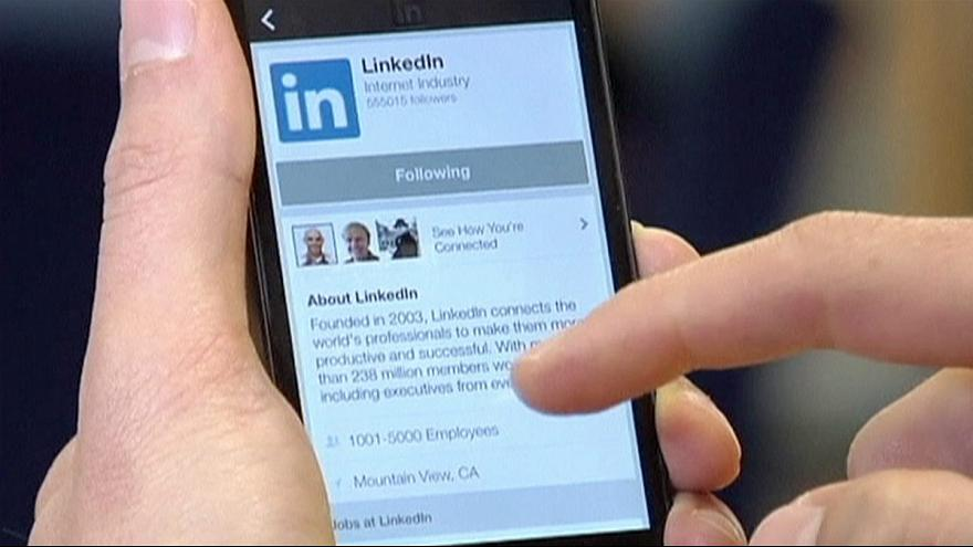 Use LinkedIn Mobile app to use the app while travelling and squeeze extra 15 minutes